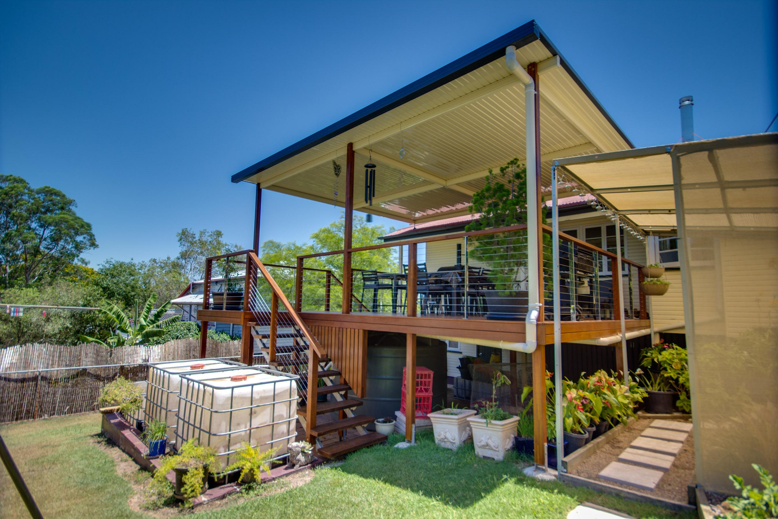 Bundamba Deck with a Flyover V-Line Patio Roof